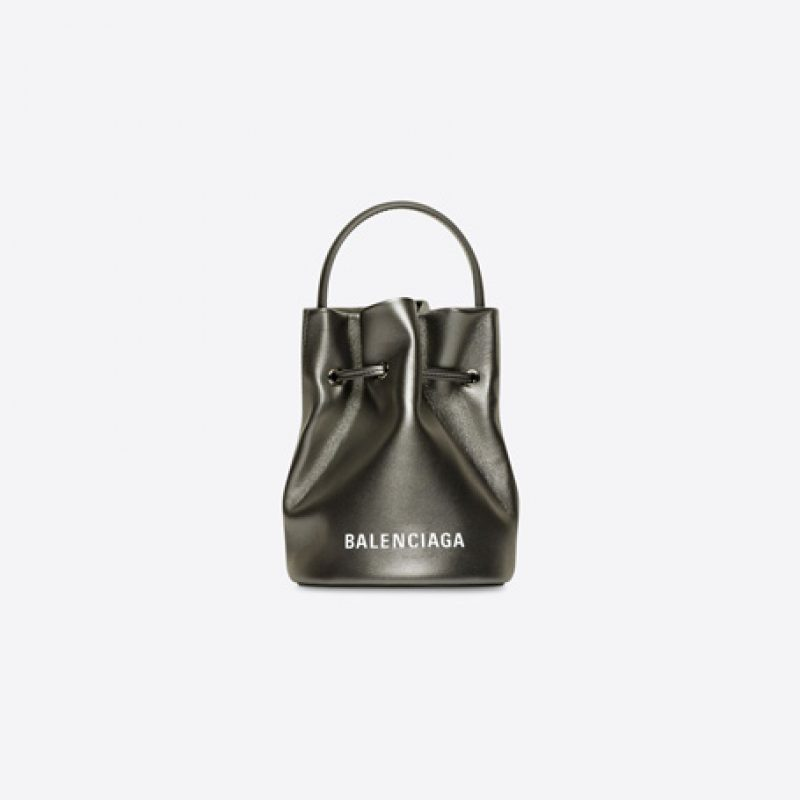Balenciaga/巴黎世家高仿包包 Everyday XS 光滑亮面抽绳水桶包